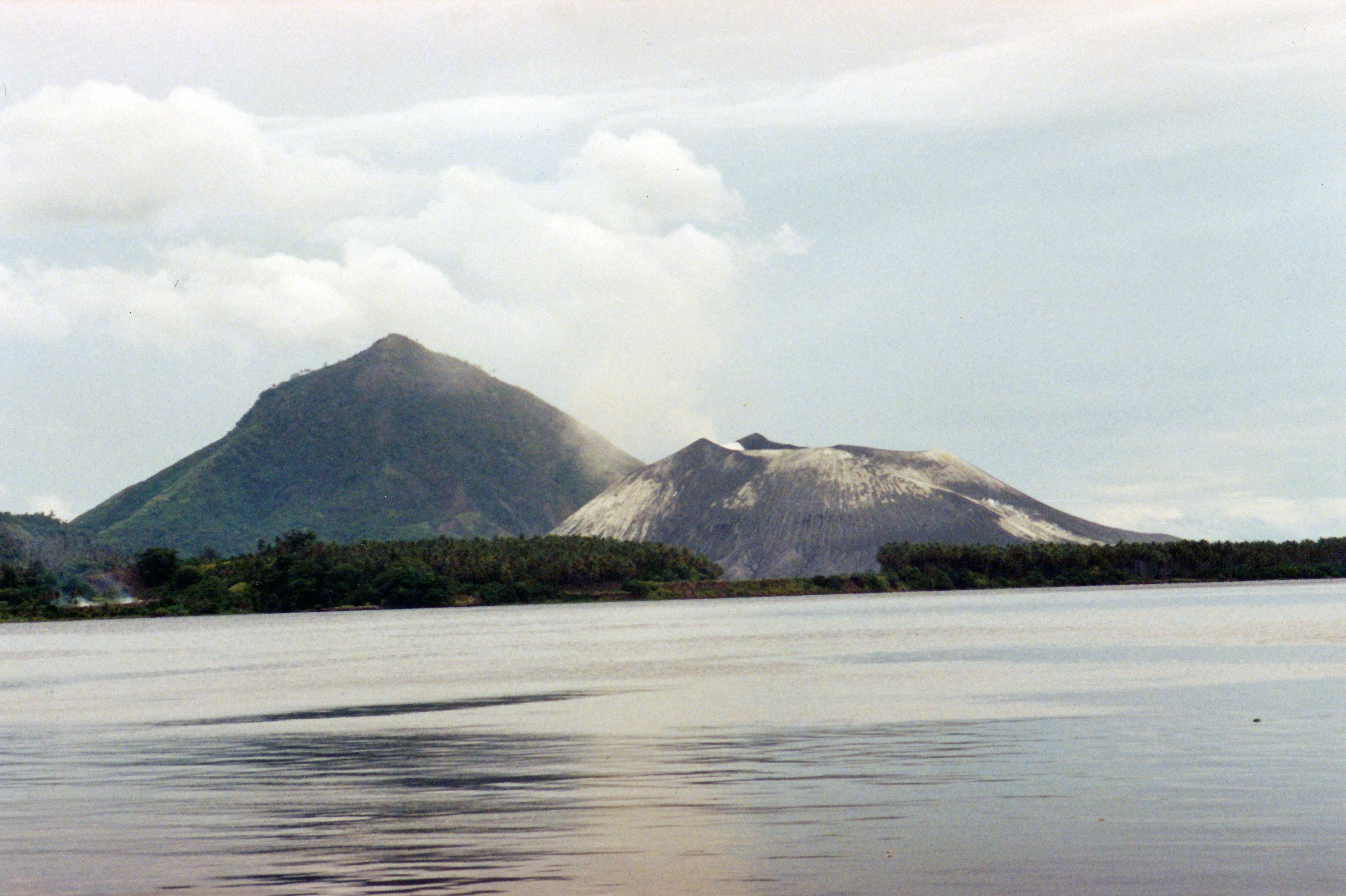 Rabaul_volcanos_2011